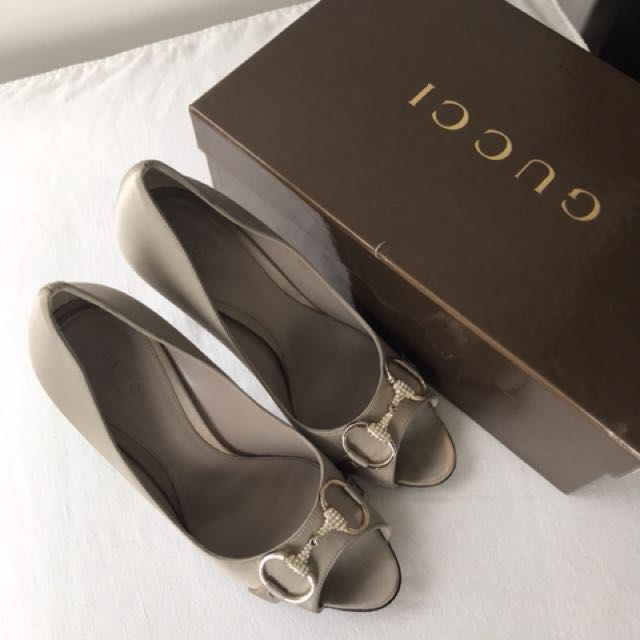 excellent condition authentic Gucci silver embellished peeptoe pumps -38c fits 8-8.5 with box