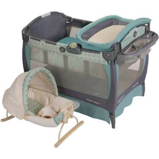 Graco Pack and Play Playard with Cuddle Cove Rocking Seat
