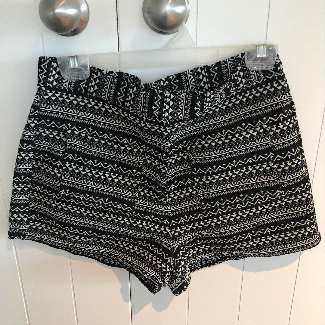 High waisted Black and white textured shorts