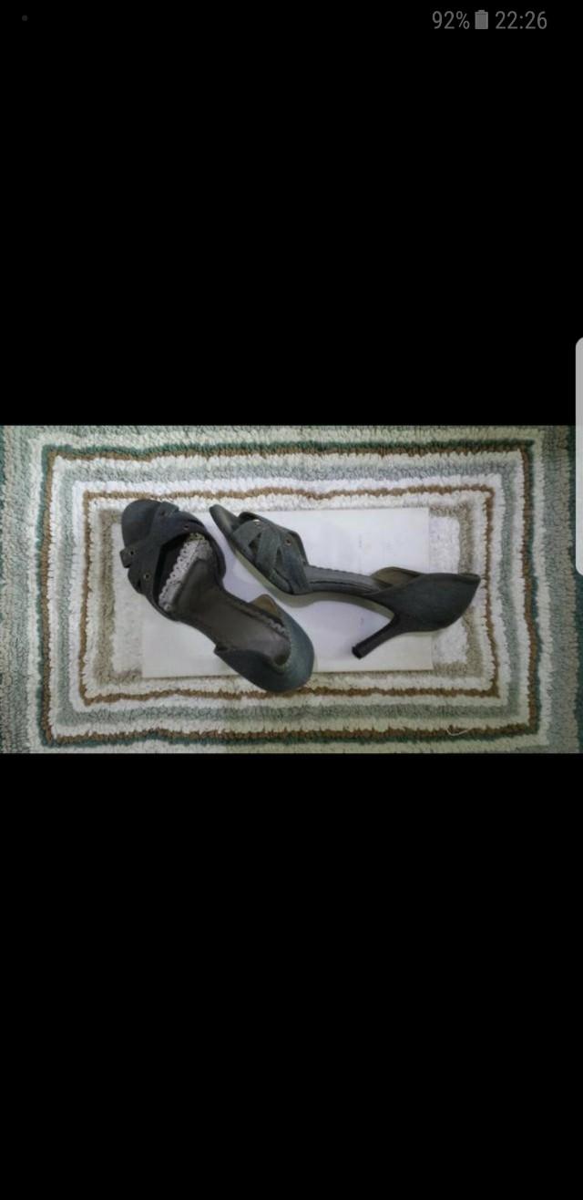 Sepatu high heels jeans
