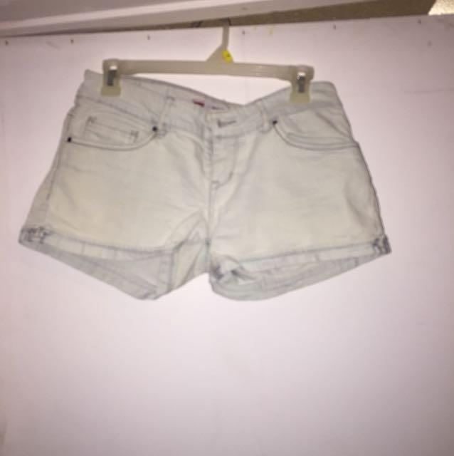 Levi size 9 shorts