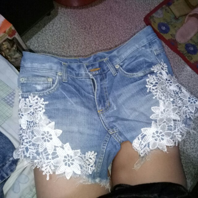Maong shorts with lace detail