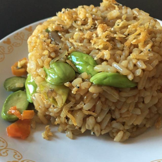 Nasi goreng kampung (pete dan teri)