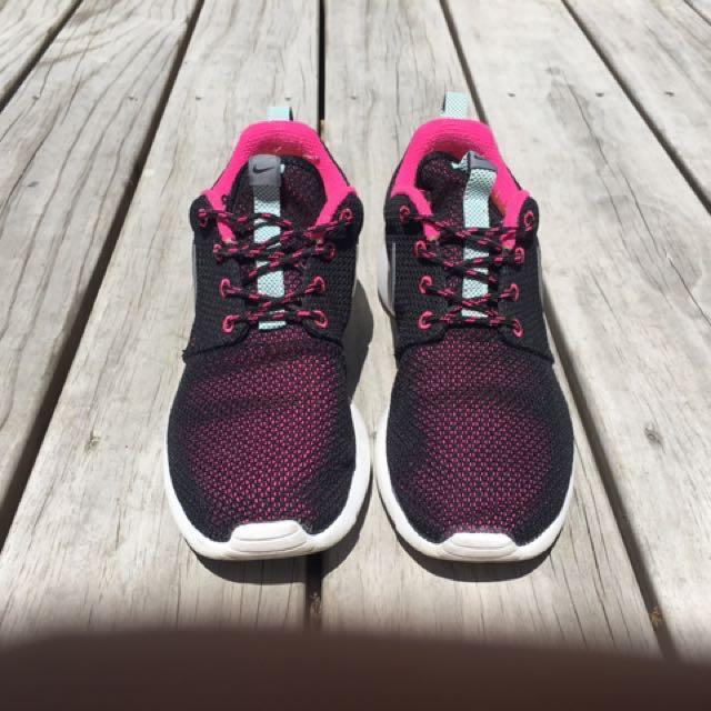 Nike Roshe size us 7.5