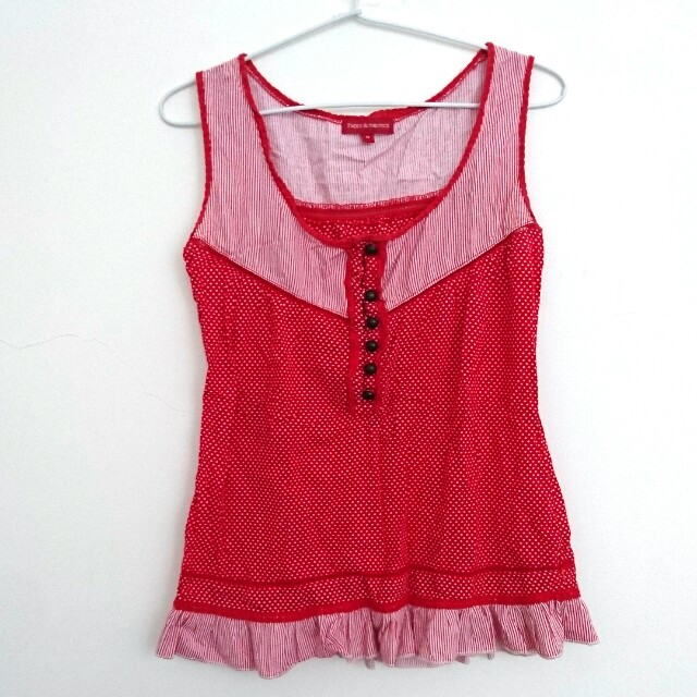Red dots tops