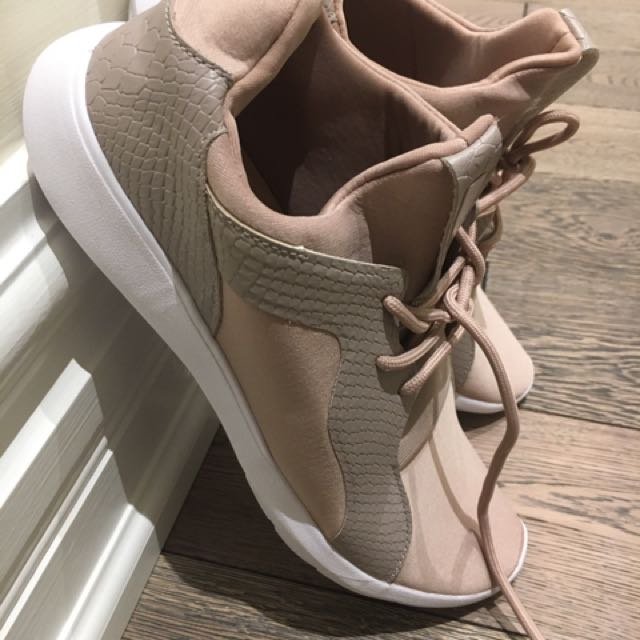 Rose fancy sneakers from Call It Spring size 9