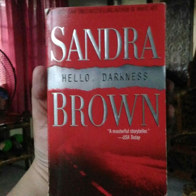 Sandra Brown - Hello, Darkness
