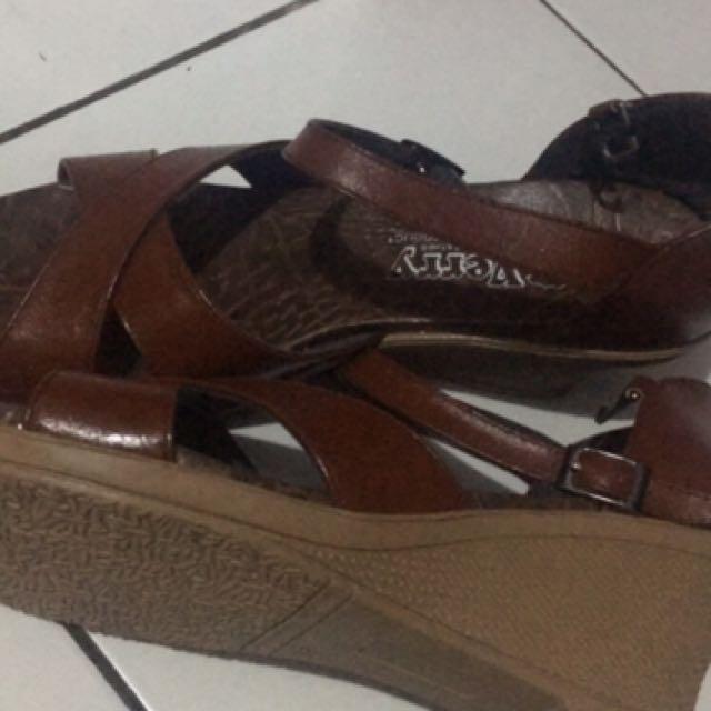 sepatu kulit garut asli ukuran 38