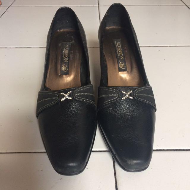 Sepatu pentopel wanita