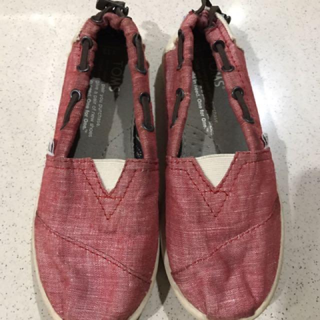 Sepatu Tom's