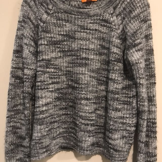 Size Large Pullover Knit Sweater