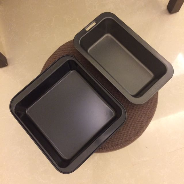 Square and loaf cake pans