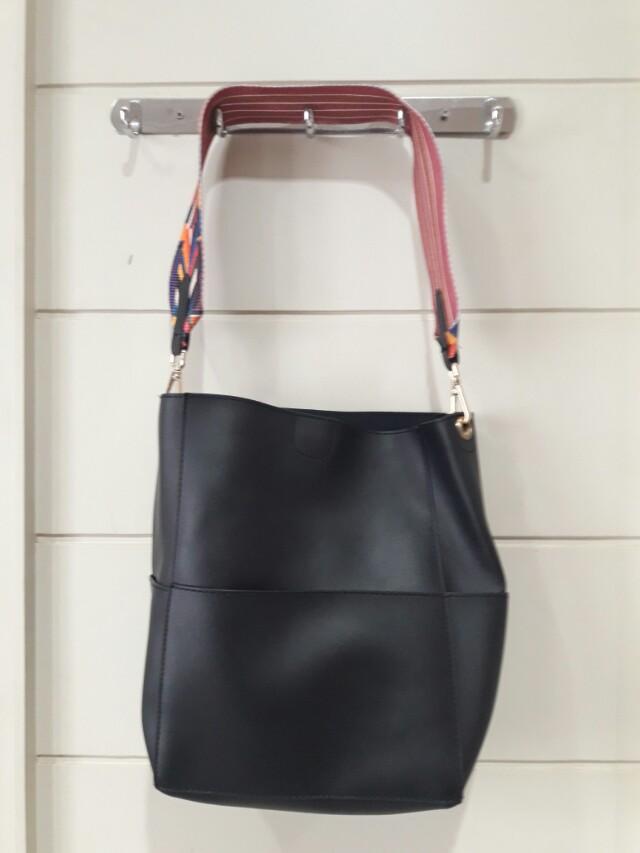 Tas wanita hitam lokal