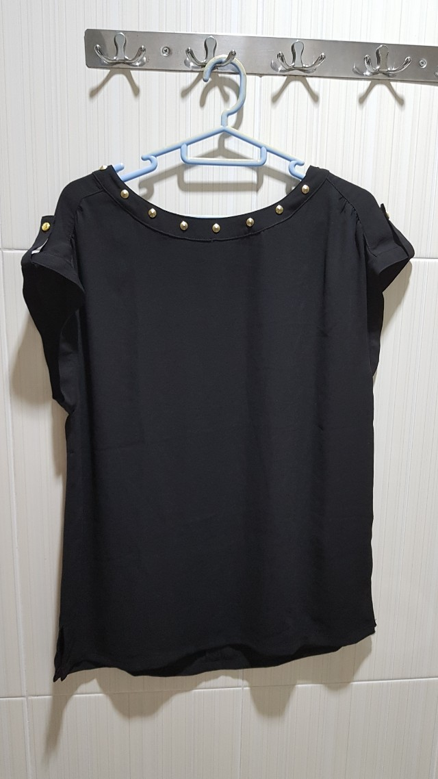 Top black Stud Forever 21