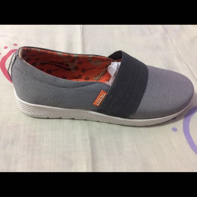 Triset shoes slip on grey