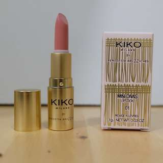 Mini divas lipstick 01 Practical Rose