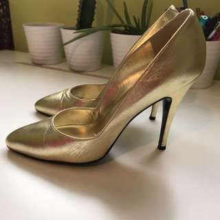 Browns gold size 7 heels