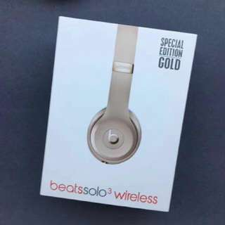 Beats Solo 3 Wireless Headphones Model With Microphone