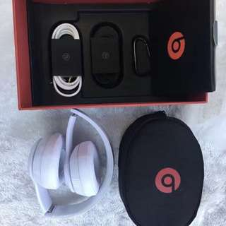 Beats Solo 3 Wireless White Headphone Model With Microphone
