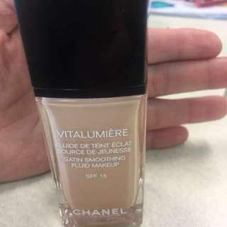 Chanel vitalumier satin foundation