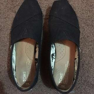 Black canvas shoes