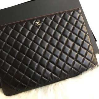 💯 AUTHENTIC CHANEL LARGE O CASE