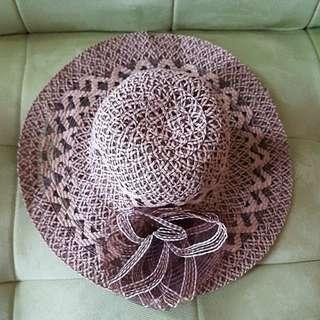 Topi pantai brown