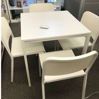 Table + 4 chairs set / 枱+四張椅