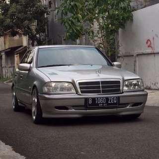 Mercedes- Benz C240