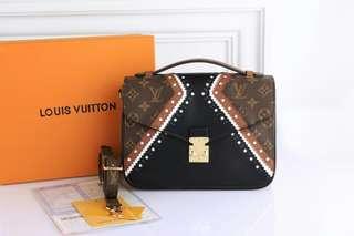 LOUIS VUITTON Metis Pochette Brogue Pattern Bag