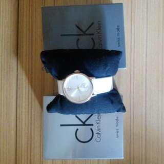 CK手錶(買了四千五百)現打折扣出售。如果查詢或購買,請留下聯繫電話!謝謝合作
