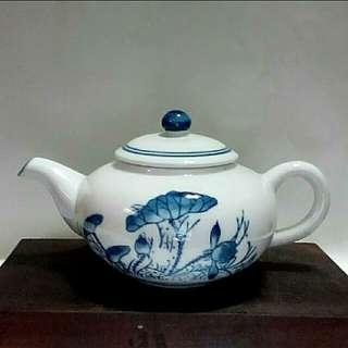 老瓷荷花茶壺