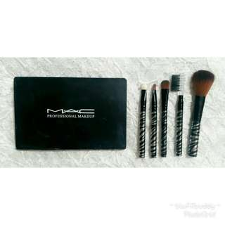 Mac Professional Make Up with Brushes💋