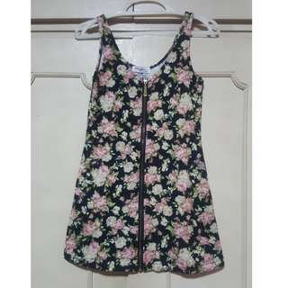 Sleeveless floral top with zipper