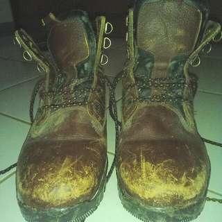 Sepatu safety murah aja