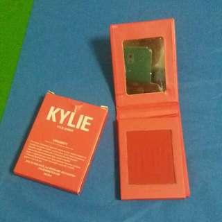 Kylie VIRGINITY pressed powder