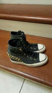 Converse shoes size 7us