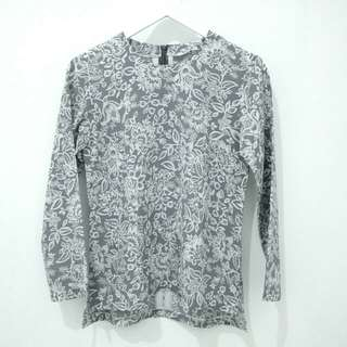 Blouse Grey Motif