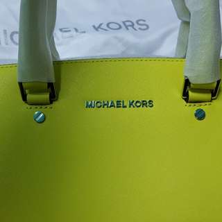 AUTHENTIC Bnew Michael Kors Selma bag with pricetag