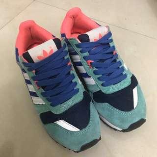 愛迪達鞋子