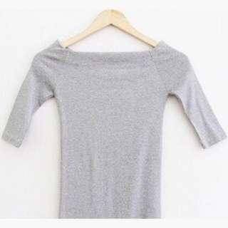 全新 灰色 一字領 露肩 上衣 五分袖 純色 素T恤 性感 修身款 #有超取最好買 #冬季衣櫃出清
