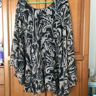 TNFC Size 1 Abstract printed dress Black