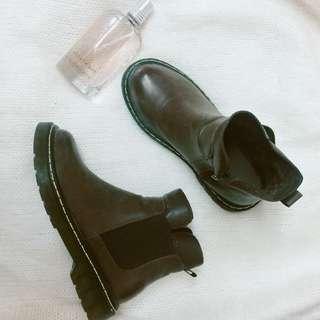 🚚 褐色短靴
