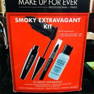 Make up forever smoky extravagant kit