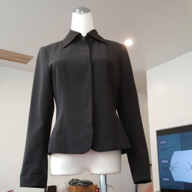 黑鈕扣西裝外套