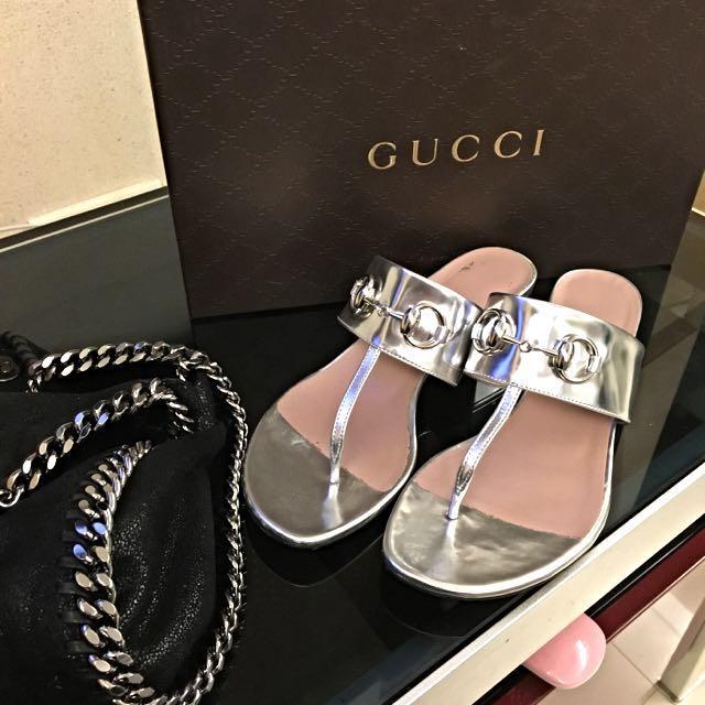 英國購回 Gucci 銀色的拖鞋