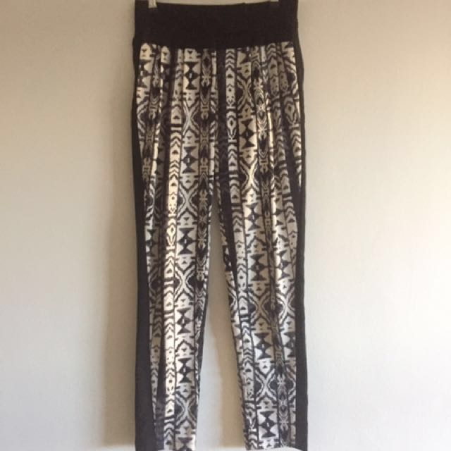 Black patterned high-waist pants