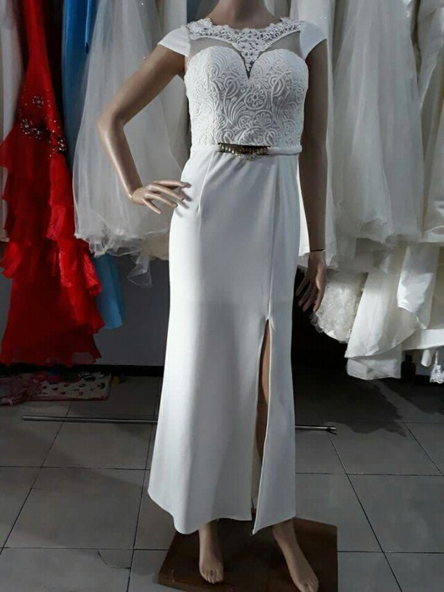 Gaun putih cantik