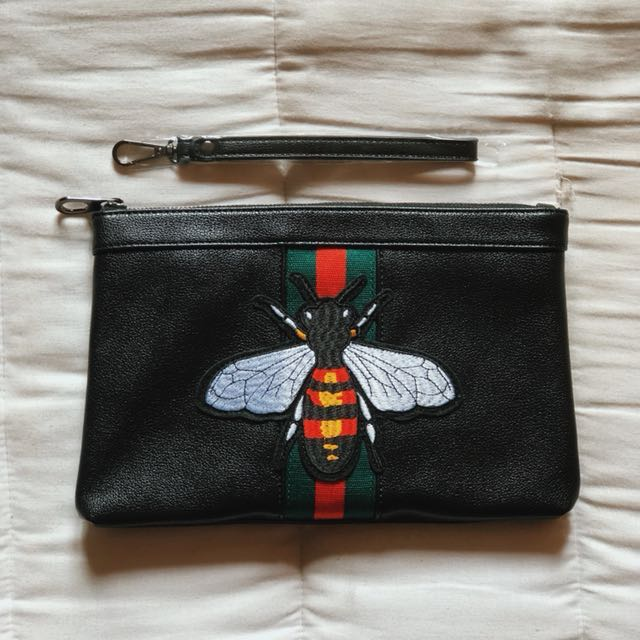 1b777aed37c9 Gucci Bee Clutch Bag, Men's Fashion, Bags & Wallets on Carousell