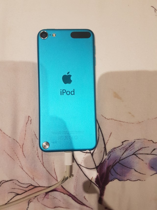 Ipod touch 5th gen blue 32GB